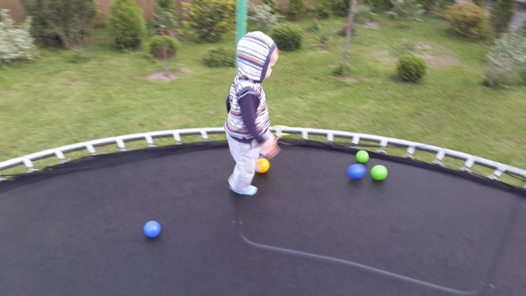 harce na trampolinie
